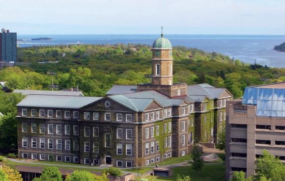 مقاطعة نوفا سكوتشيا تعفي الطلاب من الأقساط الدراسية الجامعية نهائيا